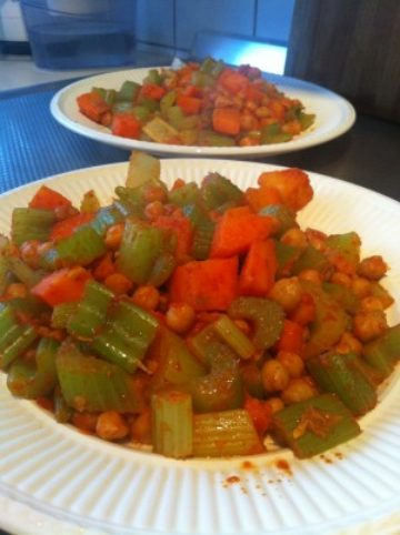 Recept met bleekselderij, wortel en kikkererwten