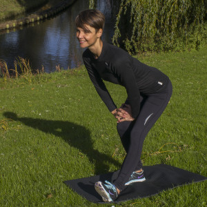 squat-challenge-hamstring-stretch