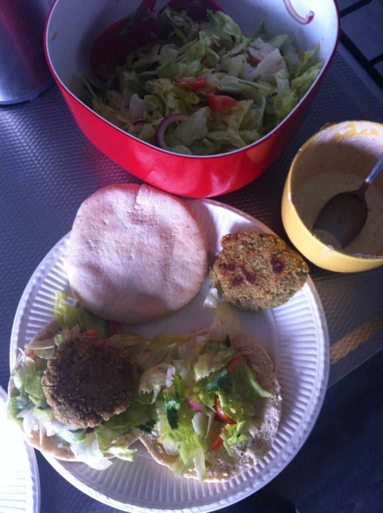 falafel met pitabrood en sla